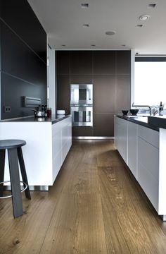 Eiken houten vloer   Brede en lange planken   30 cm breed en tot 12 meter lengte   Inspiratie BVO Vloeren, houten vloeren en parket uit Breda