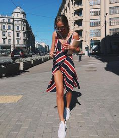 7 Amazing Spring and Summer Outfits to pack now Modest Summer fashion arrivals. New Looks and Trends. The Best of street fashion in Look Fashion, Street Fashion, Womens Fashion, Fashion Trends, Dress Fashion, Fashion Clothes, Tall Girl Fashion, Fashion Ideas, 90s Fashion