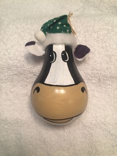 My cow Lightbulb ornament Cow Ornaments, Painted Ornaments, Ornament Crafts, Lightbulb Ornaments, Recycled Light Bulbs, Painted Light Bulbs, Christmas Crafts For Gifts, Diy Christmas Ornaments, Christmas Decorations