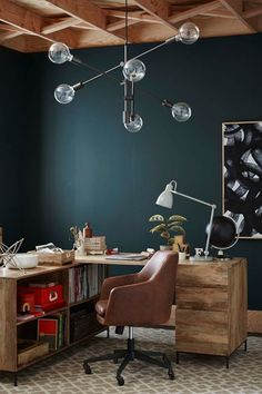 How to make your home office look just like a catalog - love the dark green wall, desk chair, and oversized lighting fixture. Green Home Offices, Home Office Setup, Home Office Lighting, Office Interior Design, Office Inspo, Office Table, Office Chairs, Office Ideas, Living Room Chairs