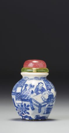 A Blue and White Porcelain 'Figure Scene' Snuff Bottle. Qing Dynasty, 19th Century |  清十九世紀 青花「課子圖」鼻煙壺