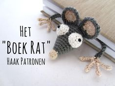 20501 Translation by Jeannette Kemp: Thanks to Jeannette the Book Rat found her way into Dutch books, librarys and bookshelfs. ... Read more... Marque-pages Au Crochet, Crochet Mouse, Crochet Flats, Crochet Amigurumi, Crochet Books, Crochet Motifs, Free Crochet, Erudite, Crochet Bookmark Pattern