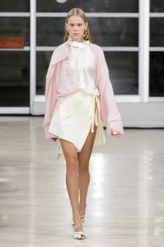 Y Project Spring 2018 Fashion Show, Runway, Womenswear Collections at TheImpression.com - Fashion news, street style, models, accessories
