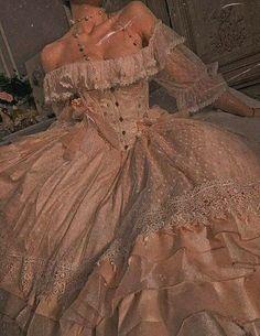 Elegant Dresses, Pretty Dresses, Vintage Dresses, Beautiful Dresses, Vintage Ball Gowns, Ball Dresses, Prom Dresses, Wedding Dresses, Old Dress