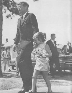 Caroline tenderly kisses her father's hand as they bring daisies to Jackie at Otis Air Force Base Hospital. Jack and Jackie had just lost their son Patrick, August Les Kennedy, Caroline Kennedy, Jacqueline Kennedy Onassis, Jackie Kennedy, Jaqueline Kennedy, Familia Kennedy, John Fitzgerald, Jfk, Us Presidents