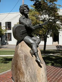 Dolly Parton statue in the Sevier County Courthouse yard.