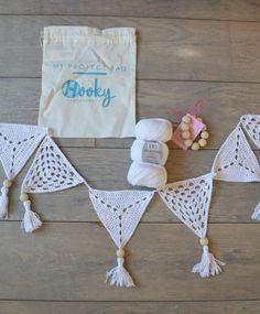 Bunting Pattern, Crochet Bunting, Crochet Garland, Crochet Motifs, Crochet Yarn, Free Crochet, Crochet Patterns, Crochet Wall Hangings, Crochet Triangle