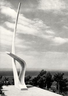 Rajko Radović: Galebova krila, Podgora, 1962. Spomenik podignut u povodu dvadesete godišnjice osnutka Jugoslovenske ratne mornarice.
