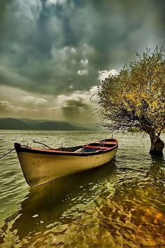 Beautiful Boat and Lake Landscape Photography, Nature Photography, Boat Art, Boat Painting, Seen, Small Boats, Water Crafts, Belle Photo, Beautiful Landscapes