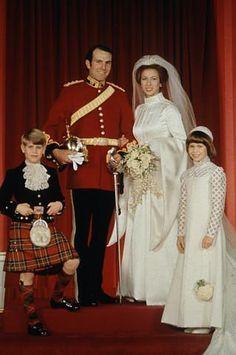 14/11/1973 La principessa Anna di Windsor e Mark Philips. Abito disegnato dalla stilista Maureen Baker.