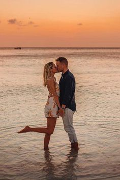 Beach Photoshoot Ideas For Amazing Photos ★ beach photoshoot on the beach photoshoot man and woman kissing Couple Beach Pictures, Cute Couples Photos, Family Beach Pictures, Beach Poses For Couples, Couple Pics, Wedding Pictures, Couples Beach Photography, Bridal Photography, Foto Picture