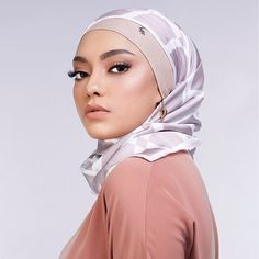 Editorial shoot for @mumuscarves and @anasism - really excited that both super brands will be in the UK for something special this March whoop whoop and really excited working with some amazing bloggers for this project ❤️ A big thank you to @intankaharuddin for doing my #makeup and @annaseaskey for taking the photo #makeup