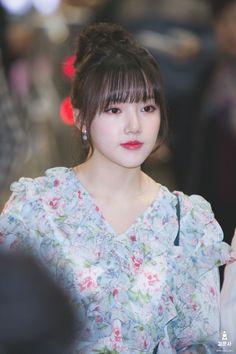 Gfriend-Yerin 180328 Gimpo Airport Heading to Japan Bubblegum Pop, Cloud Dancer, G Friend, Airport Style, Beautiful Asian Girls, Korean Singer, Ultra Violet, Asian Woman, Girl Group