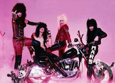 rock Kickstart my heart one of my fav Motley Crue songs long live rock! Nikki Sixx, Hair Metal Bands, 80s Hair Bands, Girls Girls Girls, Glam Metal, Tommy Lee, Glam Rock, Pink Motorcycle, 80s Rock Bands