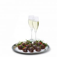 RCCL Wine and Chocolate Strawberries Strawberry Champagne, Strawberry Dip, Chocolate Dipped Strawberries, Royal Caribbean, Fresh Fruit, Alcoholic Drinks, Wine, Ethnic Recipes, Food