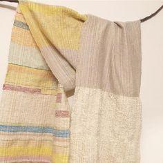 左右に変化をつけたパステルカラーの布。  #さをり #さをり織り #SAORI #手織り #Weaving #saoriweaving #handwoven #woven #fashion #wool #ウール #パステルカラー #パステル #pastelcolor #pastel