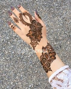Swipe for more elegant henna designs. Which one Via // Swipe for more elegant henna designs. Modern Henna Designs, Floral Henna Designs, Henna Art Designs, Mehndi Designs For Girls, Mehndi Designs 2018, Mehndi Designs For Beginners, Stylish Mehndi Designs, Wedding Mehndi Designs, Mehandi Designs