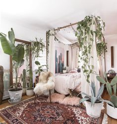 Small Space Decor Tips From A 650 Square Foot Bohemian Apartment - Decor Bohemian Bedroom Decor, Home Decor Bedroom, Bedroom Ideas, Diy Bedroom, Bedroom Designs, Bohemian Decor, Garden Bedroom, Boho Chic, Bedroom Small