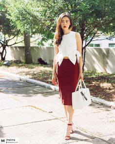 Two colors combination always win. White top with wine pencil skirt. @staud.clothing @gianvitorossi @chanelofficial  Photo by @lunuo . #lookinggood#pencilskirt #goodmorning #stylediaries#asseenonme#summerfashion #summertrends #fashionblogger#vogue#highfashion#ontheblog#fashionaddict#fashionblogger#fashionaddicted#oord#whatiwore#whatiworetoday#wearthisnext#lookoftheday#fashiongram#fashionista#fashion#elegant#staud#gianvitorossi #chanel#chic#mondaymood#outfits from @JingLeng's closet
