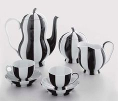 This is a different look for a tea set! I can see a black and white tea party! Tim Burton Stil, Coffee Cups, Tea Cups, Drink Coffee, Coffee Tables, Coffee Maker, Tassen Design, Vase Deco, Art Et Design