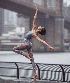 Dance Photography Poses, Dance Poses, Ballet Pictures, Dance Pictures, Dancers Body, Ballet Dancers, Dance Art, Jazz Dance, Baile Jazz