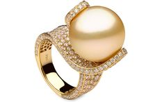 Yoko London 18kt yellow gold ring with a 17-18mm South Sea pearl and 5.64cts diamonds.