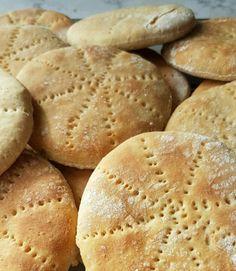 Polarbrød med havregryn – Fru Haaland Scandinavian Food, Good Food, Yummy Food, Cookie Pie, Bread Cake, Fabulous Foods, Scones, Baguette, Food And Drink