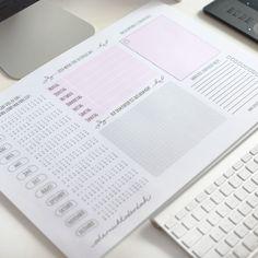 Eine schöne Schreibtischunterlage für alle, die To Do Listen und Notizen lieben. Mit Kalender, Wochenplaner, und viel Platz für Zeichnungen und Text.