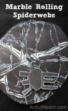 Telas de ara~na hechas con canicas y pintura. Marble Rolling Spiderwebs - A Halloween Craft Project for Kids