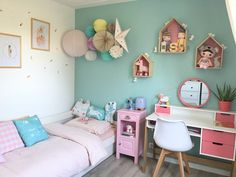 Pastel decoration with paper balls in this girl& room Pastel Decor, Pastel Room, Bedroom Wall, Girls Bedroom, Ideas Habitaciones, Room Wall Painting, Home Office Decor, Home Decor, Baby Room Decor