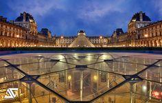 Paris - Le Louvre - Pyramid