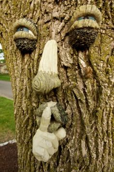quiet-tree-face-by-Samuraijohnny.jpg