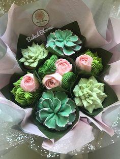 Pink Succulent Cupcakes Ideas For 2019 Cactus Cupcakes, Succulent Cupcakes, Pink Succulent, Succulent Centerpieces, Succulent Bouquet, Succulent Pots, Yummy Cupcakes, Amazing Cupcakes, Succulent Care