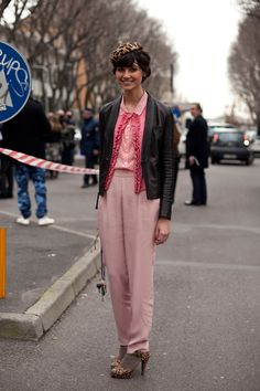 A master of dressing up, Elle Italia editor Eva Fontanelli plays with prints and textures when it comes to creating her own original ensembles Coat Dress, Dress Up, Sartorialist, Style Icons, Personal Style, Street Style, Style Inspiration, Fashion Outfits, Stylish