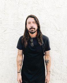 Dank Pictures, Chris Shiflett, Foo Fighters Dave Grohl, Taylor Hawkins, Most Beautiful Man, Attractive Men, Kurt Cobain, Music Stuff, Godzilla