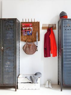 Vintage Metal Lockers as a mudroom. vtwonen Magazine