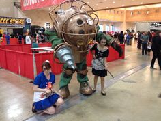 Amazing Bioshock Big Daddy and Little Sisters cosplay!