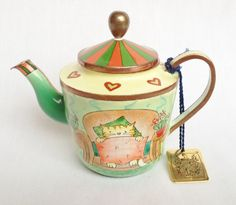Charlotte di Vita comfy cat collectable enamel teapot available at Nivag Collectables