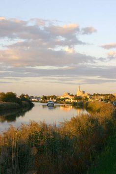 Aigues Mortes bateau canal gard languedoc roussillon © OT Montpellier