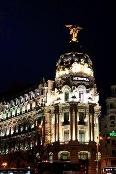 Metrópolis de noche #Madrid #Metrópoli #luces