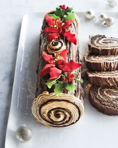 Frosted Art Bakery Buche de Noel Cake, For People Christmas Sweets, Christmas Cooking, Chocolate Fudge Frosting, Chocolate Sponge Cake, Sponge Cake Roll, Yule Log Cake, No Bake Cake, Cupcake Cakes, Cake Decorating
