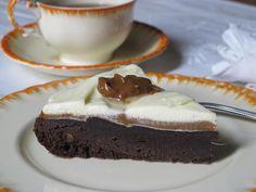 Torta brownie mortal, con dulce de leche y crema batida - Blogs lanacion.com