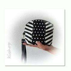 Black & White Black And White, Bags, Fashion, Black White, Handbags, Blanco Y Negro, Moda, La Mode, Dime Bags