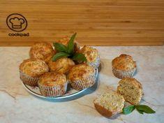 Sajtos-bazsalikomos muffin Muffin, Mini Cupcakes, Cheddar, Breakfast, Food, Morning Coffee, Cheddar Cheese, Eten, Cupcakes