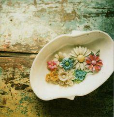 (via Pretties) vintage enamel flowers