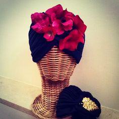 Canotier Hortensias Buganvilla. Fascinators, Bridal Headpieces, Stylish Hats, Turban Style, Needle And Thread, Hair Band, Bandana, Hair Accessories, Bags