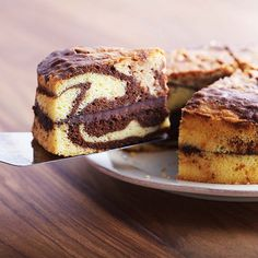 I think I found the perfect cake flavor to make for my nieces birthday, Nutella marble cake