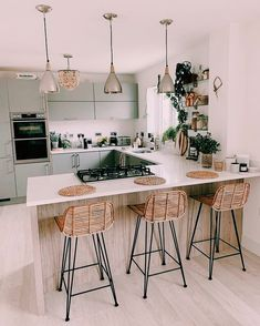 Tidy Kitchen, Kitchen Room Design, Home Decor Kitchen, Interior Design Kitchen, Home Kitchens, Kitchen Chairs, Dream Home Design, Cuisines Design, Home Decor Inspiration