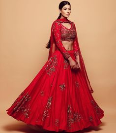 Floral lehenga ideas for summer wedding inspiration. A pastel hued bridal lehenga will be perfect for your summer wedding.