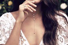 Lariat Necklaces: il nuovo imperdibile trend delle collane a laccio